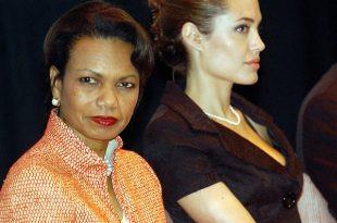 آنجلینا جولی و کاندولیزا رایس در روز جهانی مهاجرت در سازمان جامعه جغرافیایی ملی در سال ۲۰۰۵