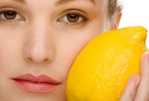 lemon mask 300x205 - استفاده از ماسک لیمو برای کک و مک