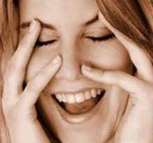 ra4 3369 220x205 - تأثیر خنده بر زندگی زناشویی