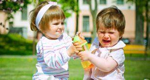 0353147393216175102a 310x165 - روشهایی برای جلوگیری از مشت و لگد زدن کودکان