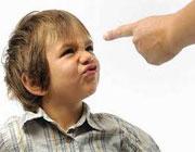 0716748193814175102a - کارهایی که والدین نباید با فرزند خود انجام دهند