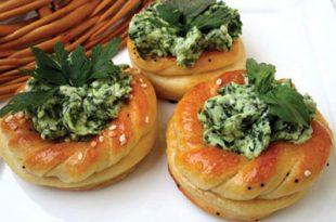 a05543182014102a 310x205 - طرز تهیه ی نان و پنیر و سبزیِ مجلسی