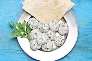 a07239256174102a 310x205 - طرز تهیه توپک های پنیری برای سفره افطار